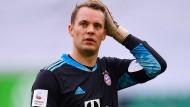 Im Juni noch mit Werbung für die Corona-Warn-App auf dem Ärmel, jetzt auf dem Weg ins Risikogebiet: der FC Bayern München um Manuel Neuer
