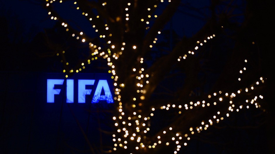 Sperren für Blatter und Platini reduziert