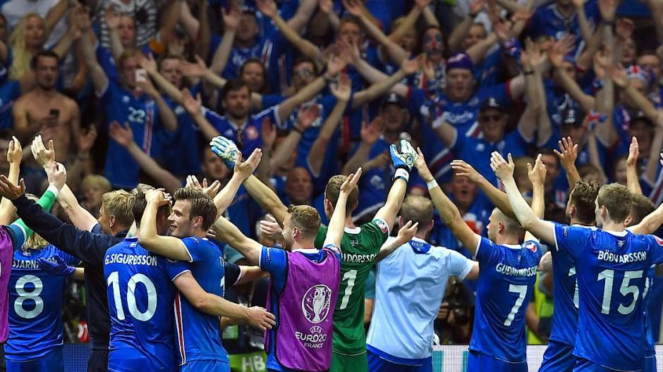 Der Anfang eines modernen Fußball-Märchens: Island nach dem Sieg im EM-Achtelfinale 2016 gegen England.