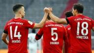 Faust drauf: Die Bayern mit einem speziellen Jubel in Corona-Zeiten.
