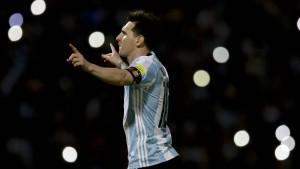 Diego Armando Messi im Blitzlichtgewitter