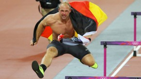 Robert Harting kann nicht nur weit werfen, sondern auch gut springen
