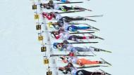 Schnee-Patrouillen in Oberhof: Staffel-Frauen beim parallelen ersten Schießen