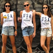 Und nebenbei ein Foto-Shooting: Kelley O'Hara, Allie Long und Alex Morgan (von links) machen Werbung.