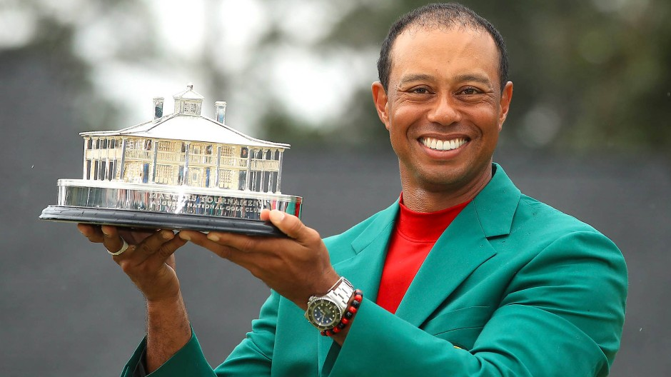 14 Jahre nach seinem letzten Masters-Titel trägt Tiger Woods wieder das berühmte grüne Jackett.
