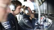Sternenlenker: James Vowles durchdenkt die Strategien der Mercedes-Piloten Hamilton und Rosberg