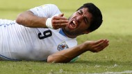 Wen hat Suarez noch nicht gebissen?