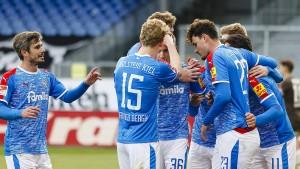 Kiel schlägt St. Pauli und enteilt dem HSV