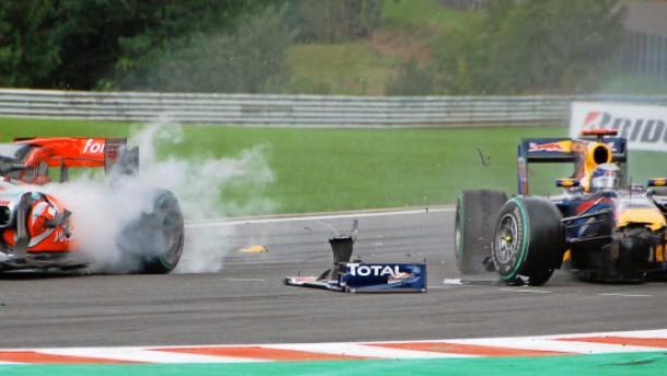 Vettel bohrt sich in Buttons Boliden