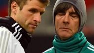 Wie geht es weiter im DFB-Team? Thomas Müller und Joachim Löw (rechts)