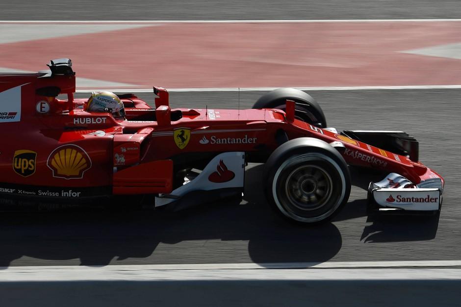 Vettel freut sich die Kurven wieder mit vollem Tempo nehmen zu können. In der vergangenen Saison hatte der Ferrari da so seine Probleme.