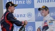Er weiß, wie man Siege feiert: Vettel (im Foto links) nach seinem Erfolg in Suzuka