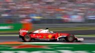 Und das schmale Band aus Asphalt wird noch ein wenig schmaler: Ein Sieg mit Ferrari in Monza fehlt Sebastian Vettel noch