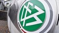 DFB-Zentrale im Frankfurter Stadtwald: Es könnte bald eine große Rechnung eintrudeln.