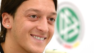 Sky vermarktet Mesut Özil