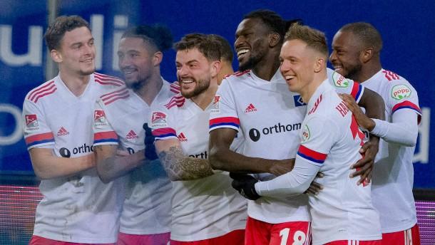 HSV mit Rekordsieg zurück an die Spitze