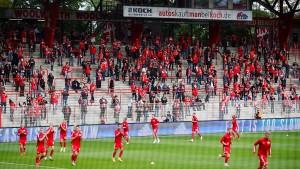 4500 Union-Fans bejubeln die Rückkehr ins Stadion
