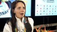 Monika Karsch freut sich über ihre Silbermedaille