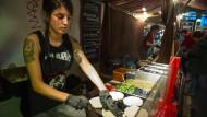 Wie in Kolumbien: Essenszubereitung am Stand von Maria Maria in Markthalle Neun