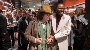"""Brauchen keine weibliche Einkaufshilfe: stilbewusste Herren bei der Eröffnung von Pradas """"Uomo Store"""" in Frankfurt."""