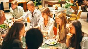 Zusammen isst man weniger allein