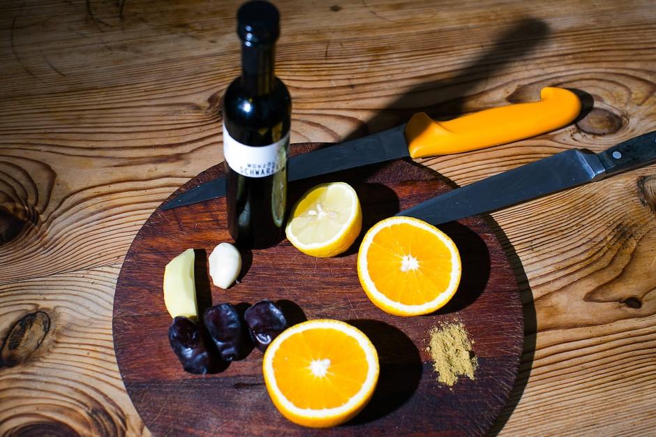 Orangen und Datteln geben dem Linsengericht seinen orientalischen Geschmack.