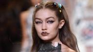 Topmodel Gigi Hadid trug sie schon für Fendi: #glitterlips
