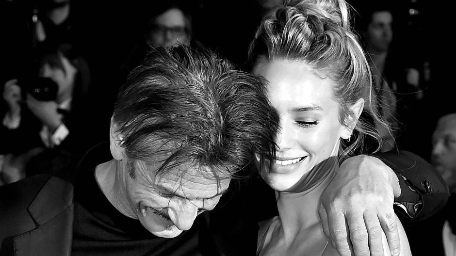 Sie fand es gut: Dylan Penn feiert ihren Vater nach der Vorführung des Films in Cannes im vergangenen Jahr.