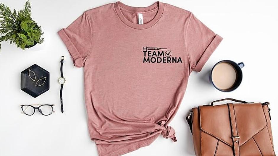 """Pharma-Merchandising: Die Frage, was man """"bekommen habe"""", erübrigt sich mit diesem T-Shirt (über Etsy)."""