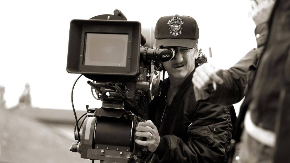 """Szenen aus """"The Last Face"""": Regisseur und Schauspieler Sean Penn hinter der Kamera."""