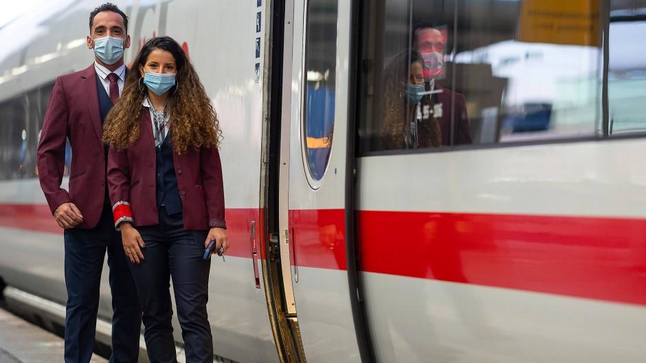 Zugchef oder Fahrgast: Bahn-Uniform nach Guido Maria Kretschmer