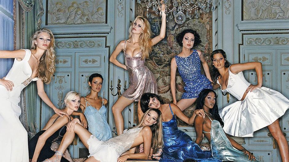 1994, Palazzo Versace: Unter anderen mit Nadja Auermann, Claudia  Schiffer, Carla Bruni, Linda Evangelista, Christy Turlington