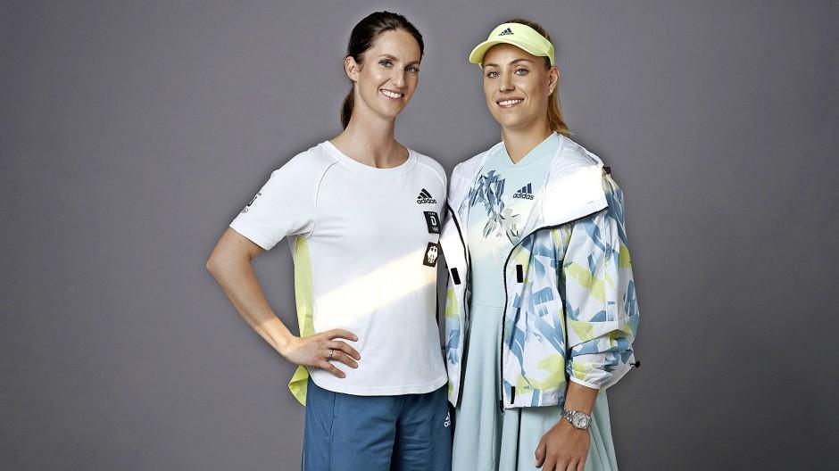 Die offiziellen Outfits für die Eröffnungsfeier, präsentiert von Reiterin Simone Blum und Tennisspielerin Angelique Kerber.