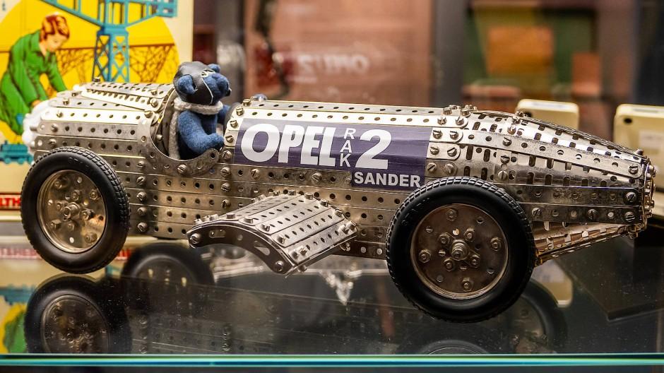 """Opels Rekordwagen """"RAK 2"""" mit Raketenantrieb"""
