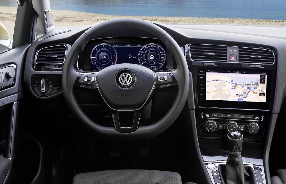 Das Cockpit des Golf ist voll digital.