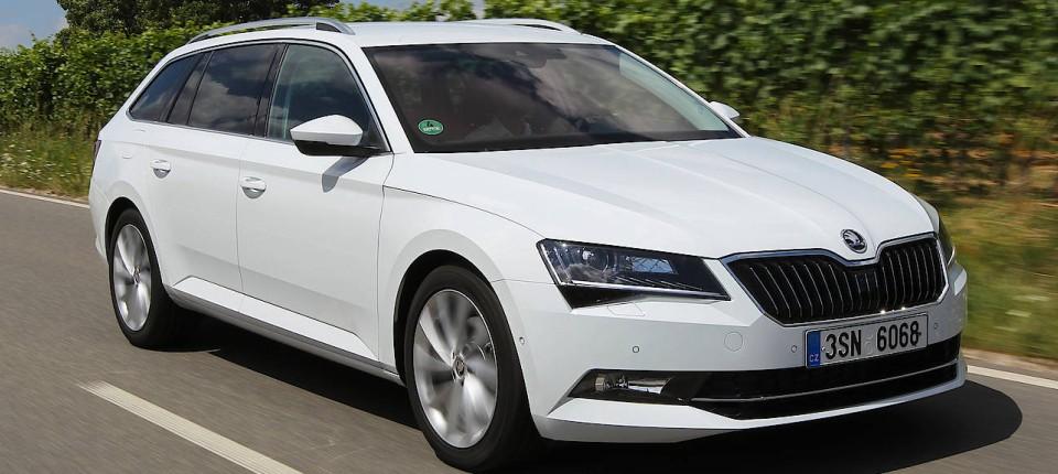 Škoda superb combi im test: freies laden und frech wie einst