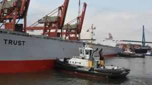 Den Frachter an die Pier genagelt