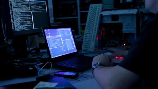 Hackergruppe will an Pentagon-Daten gelangt sein