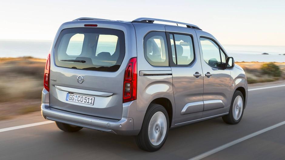 Die Stärke des Opel liegt im Transport von Passagieren und Gepäck.