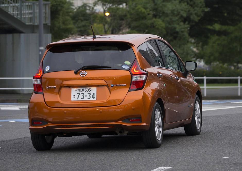 Der bei uns weitgehend erfolglose Kleinwagen Nissan Note hat in Japan den Bestseller Toyota Prius von der Spitze der Zulassungstabelle verdrängt.
