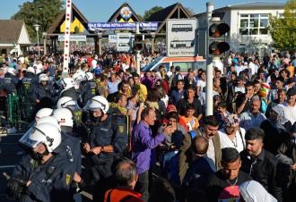 Auslöser der Randale war laut Polizei wohl ein 14-Jähriger, der mit der Fahne einer verbotenen Organisation auf das Festival-Gelände wollte
