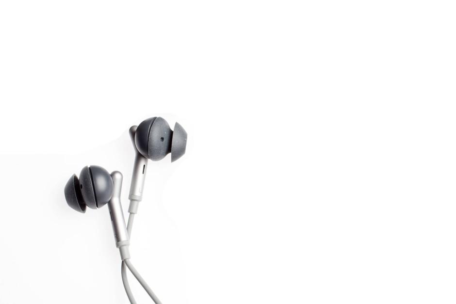 Libratone Q Adapt: Mit Kabel und elektronischer Unterdrückung der Nebengeräusche
