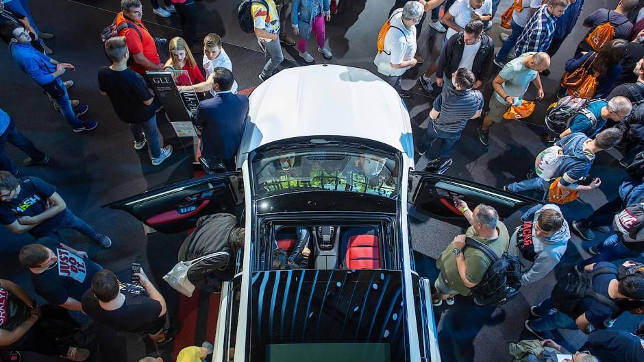 Glitzernde Autoshows wollen die Marketingstrategen der Firmen nicht mehr.