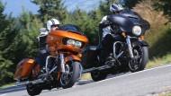 Road Glide Special (orange) und Street Glide Special sind identisch - bis auf die Verkleidung