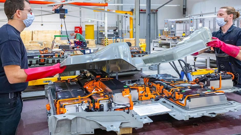 Opel baut am Standort Rüsselsheim sein seit rund zehn Jahren eher in Laborgröße betriebenes Reparaturangebot aus.