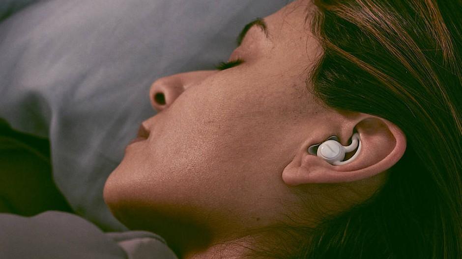 Die Sleepbuds-Ohrhörer sind winzig klein.