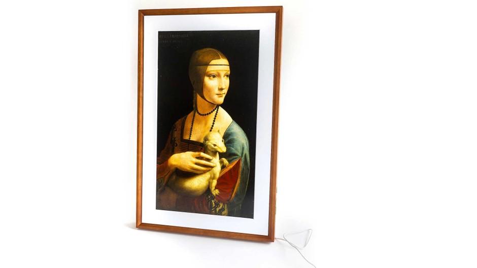 """""""Dame mit Hermelin"""" von Leonardo da Vinci jetzt mit Meural Canvas II von Netgear mit Holzrahmen und W-Lan-Anbindung"""