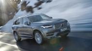 Nun gibt es für den XC90, das große SUV, eine Anlage, die mit allem aufwartet, was derzeit Stand der Technik ist.