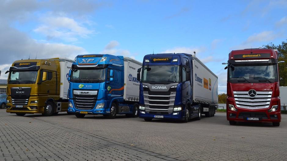 Angetreten zur ETC 2020: MAN, DAF, Scania und Mercedes-Benz mit Trailern von Krone (v.l.n.r.)