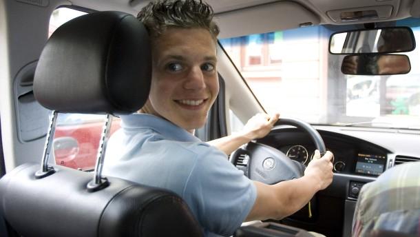 Junge Fahrer zahlen drauf